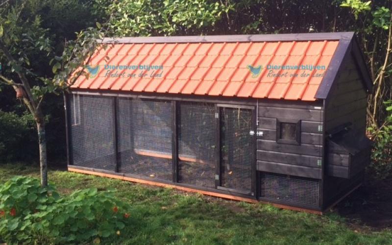 Kippenhok Sneek met dakpannen type F Kwaliteits dierenverblijven van der Land