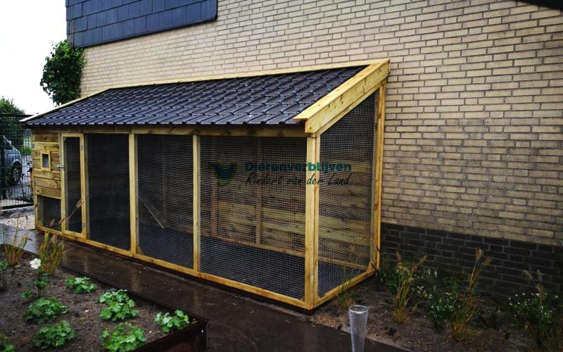 Kippenhok Leeuwarden met dakpannen type D  Kwaliteits dierenverblijven van der Land