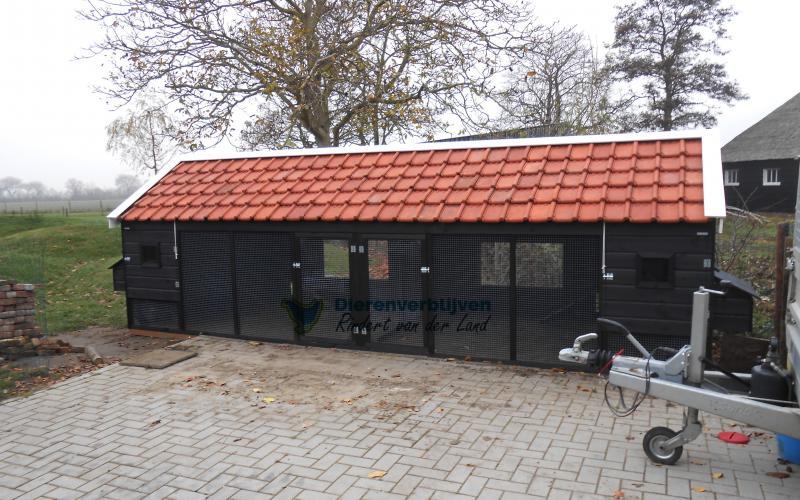 Kippenhok Sneek dubbel met dakpannen type A Kwaliteits dierenverblijven van der Land