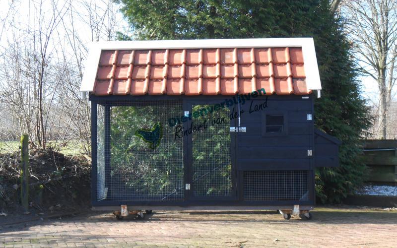 Kippenhok Sneek met dakpannen type A Kwaliteits dierenverblijven van der Land